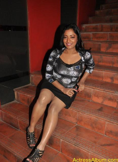 Mamta Mohandas Hot Inner Thigh Show In An Event - Actress -6755