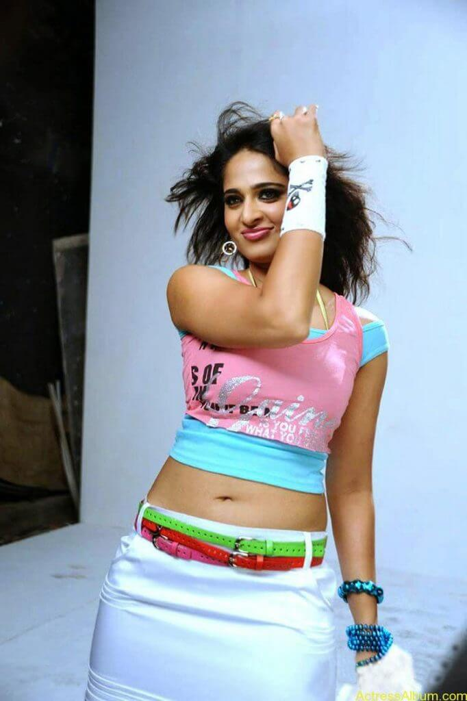 Anushka-Latest-Stils-From-Mahesh-Khaleja-1