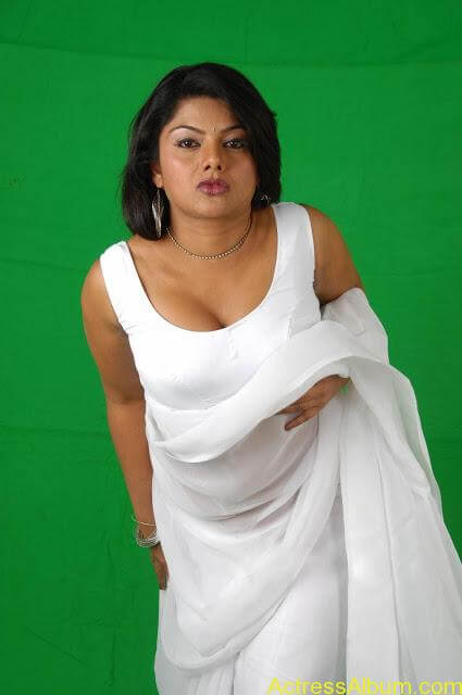 61371131Swathi_Varma_Photo_Shoot_Stills_in_White_Saree_(7)