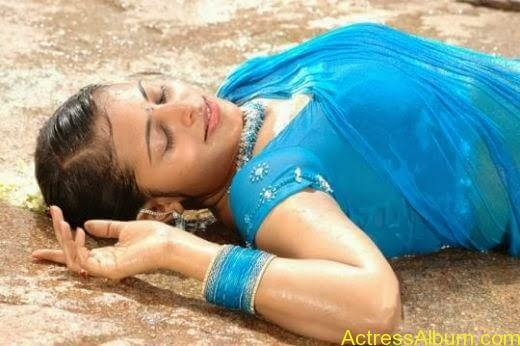Aarthi Chabria hot and cute navel show