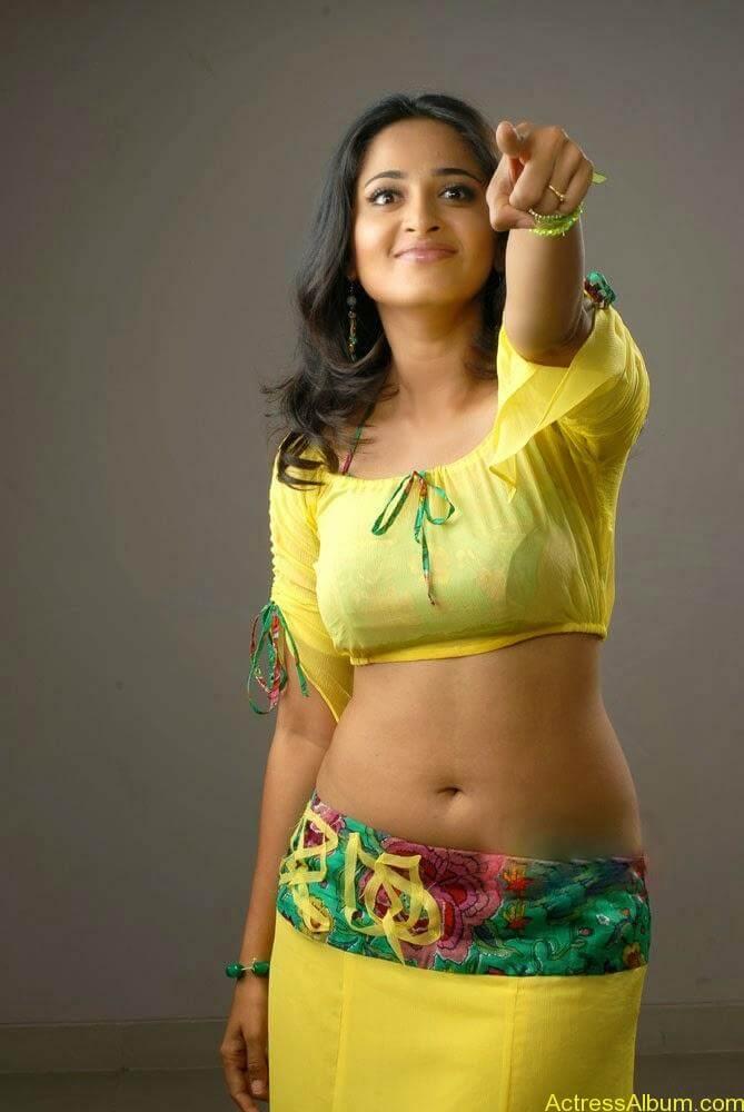 Actress Anushka Navel Show Photos 2