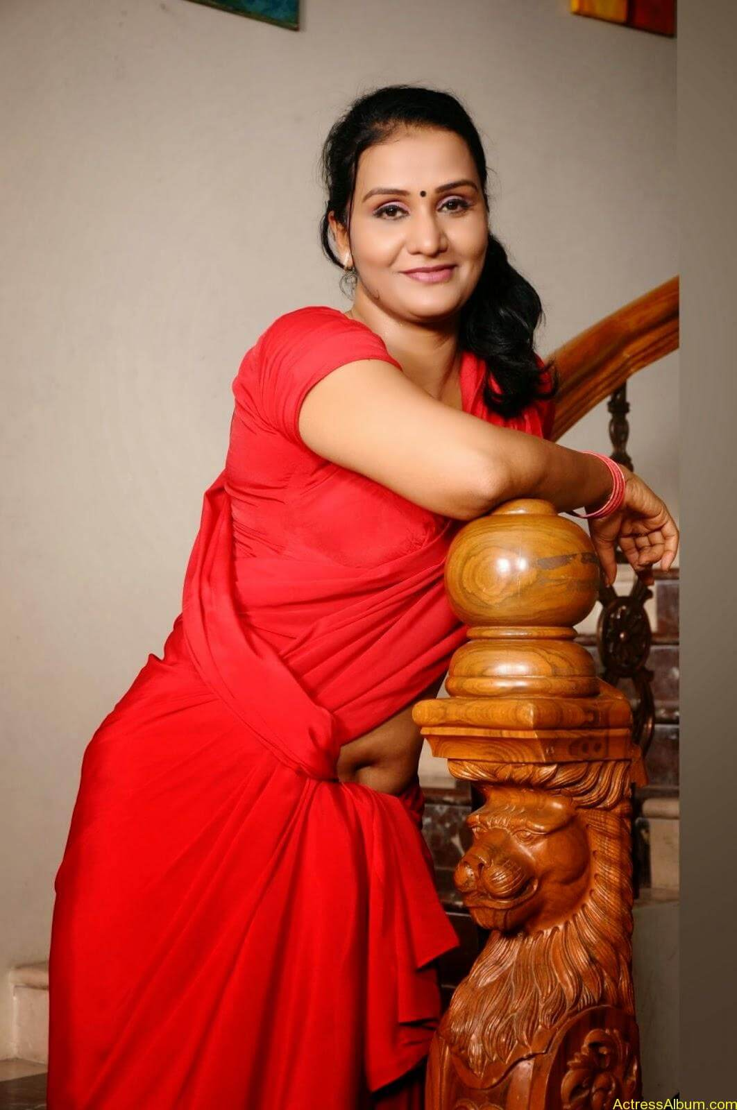 ACTRESS APOORVA VERY HOT IN RED SAREE PHOTO COLLECTION 13
