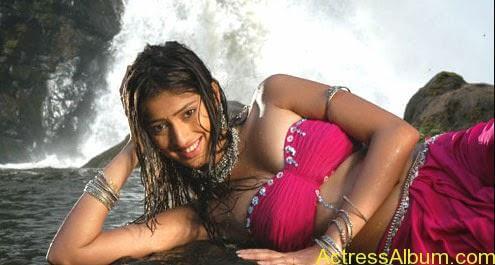 ACTRESS LAKSHMI RAI NAVEL SHOW IN WET BLOUSE PHOTOS5