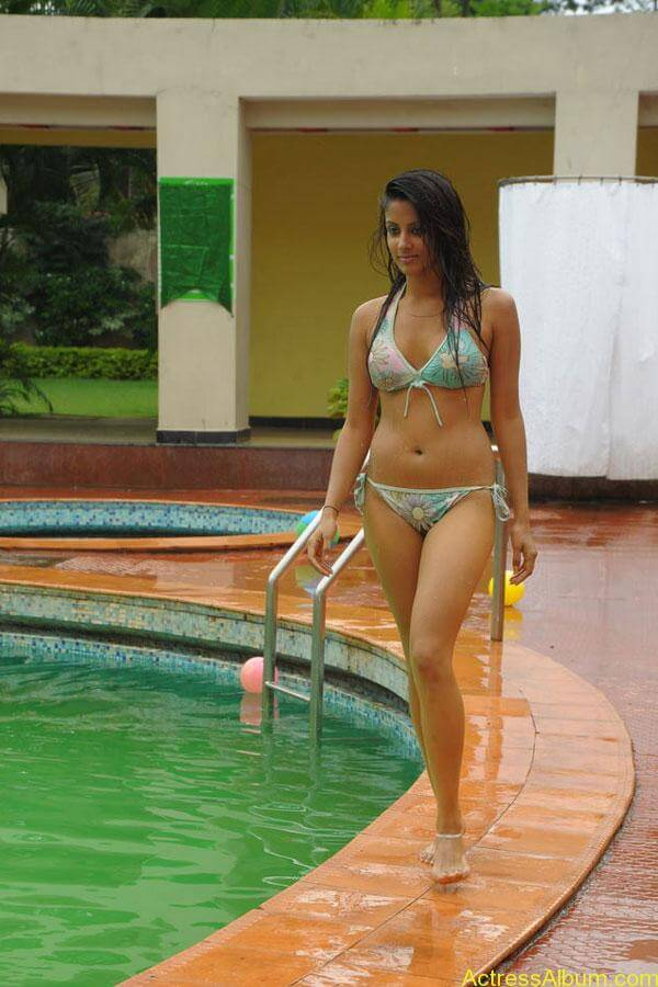 Actress Rithika navel show in Bikini dress12