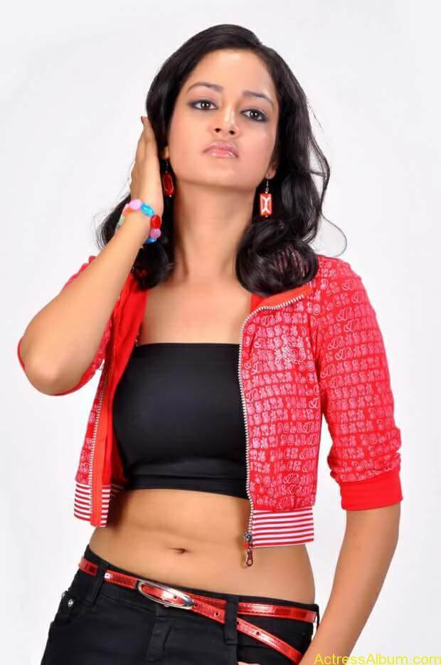 Actress-shanvi-latest-hot-navel-show-photos-1