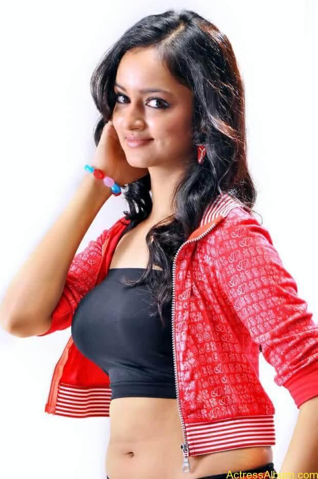 Actress-shanvi-latest-hot-navel-show-photos-10