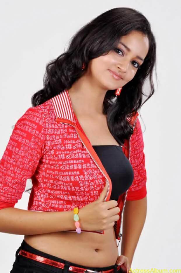 Actress-shanvi-latest-hot-navel-show-photos-13