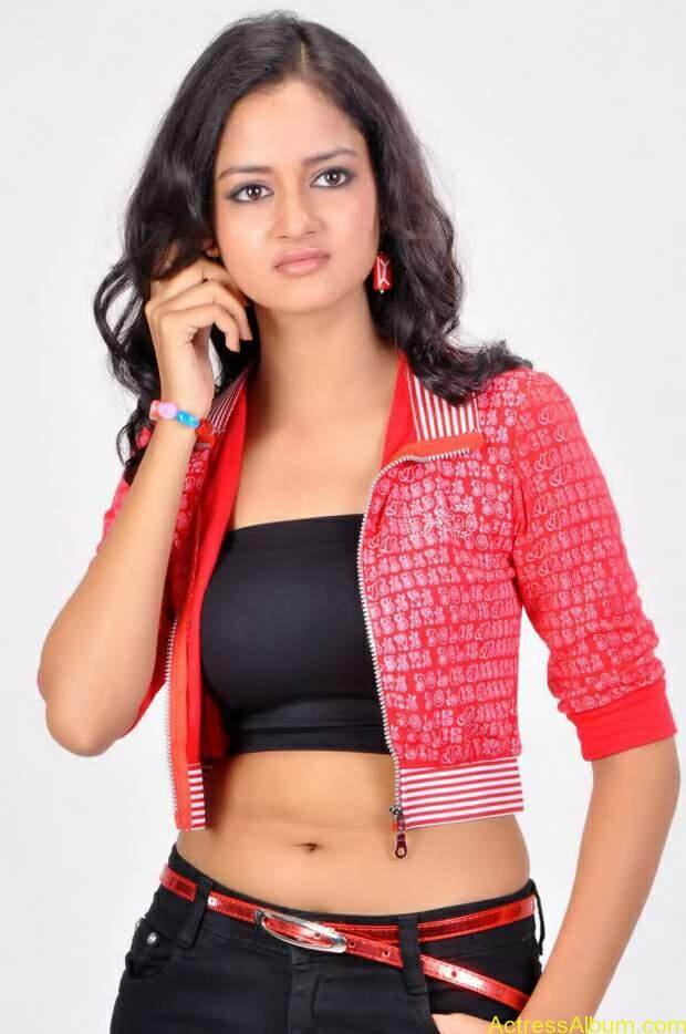 Actress-shanvi-latest-hot-navel-show-photos-14