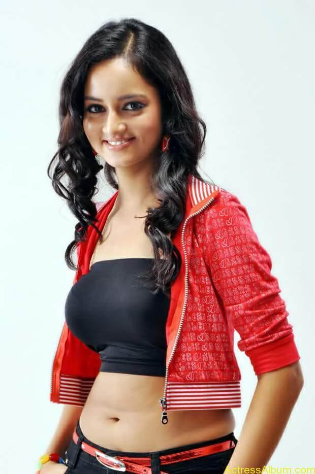 Actress-shanvi-latest-hot-navel-show-photos-15