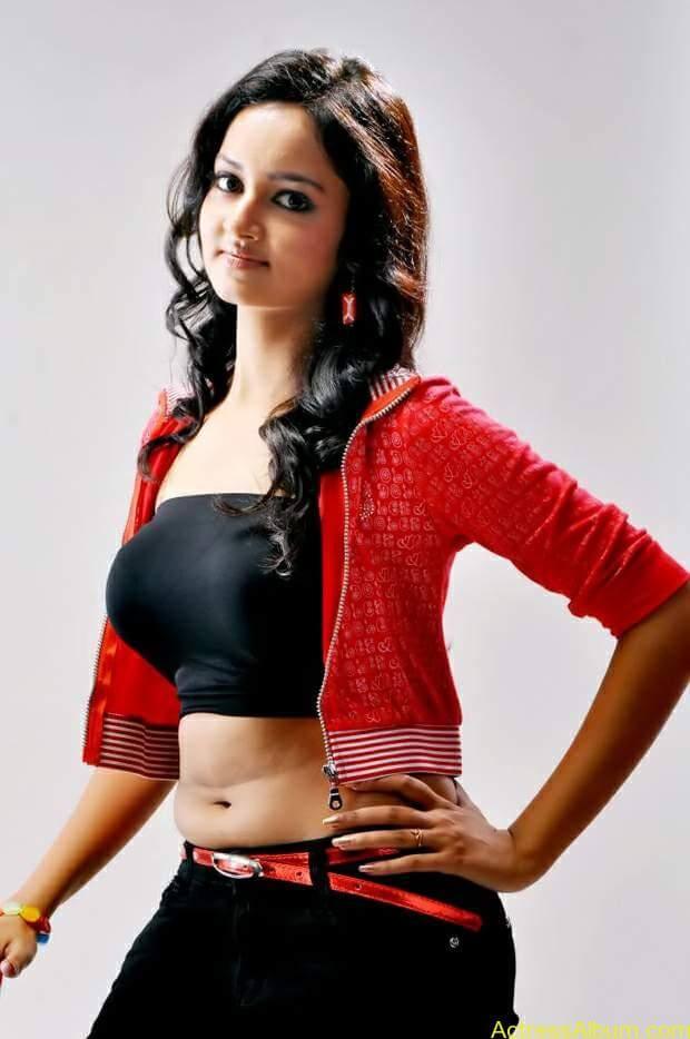 Actress-shanvi-latest-hot-navel-show-photos-2