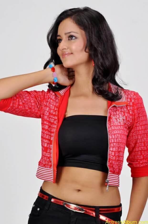 Actress-shanvi-latest-hot-navel-show-photos-5
