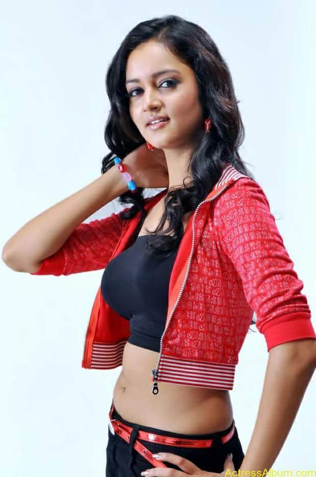Actress-shanvi-latest-hot-navel-show-photos-8