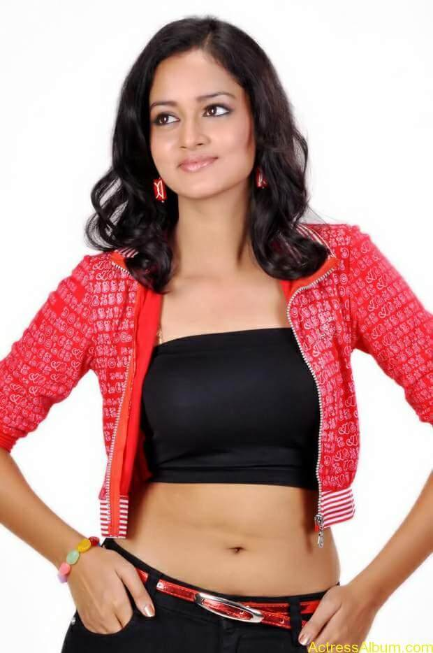 Actress-shanvi-latest-hot-navel-show-photos-9