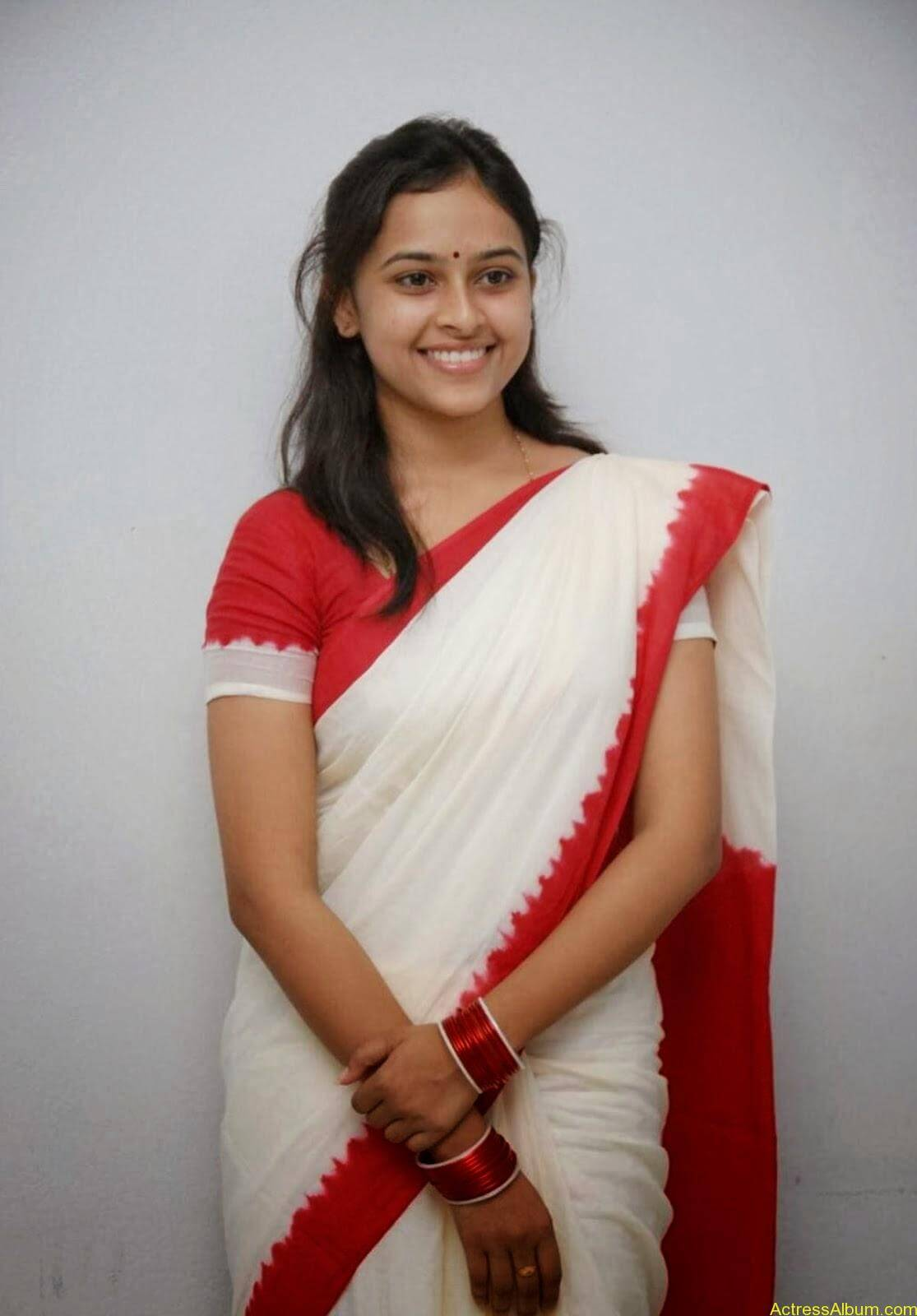 Actress Sri Divya In Saree New Sexy Looking Photos