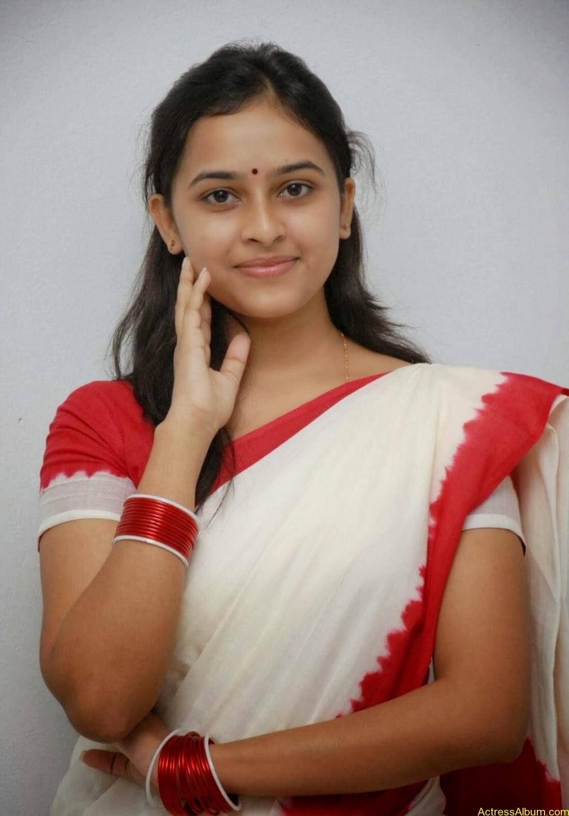 Actress Sri Divya In Saree New Sexy Looking Photos1