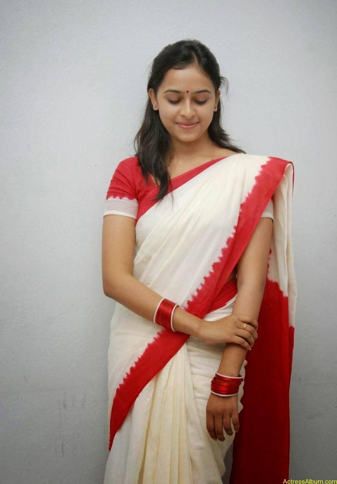 Actress Sri Divya In Saree New Sexy Looking Photos4