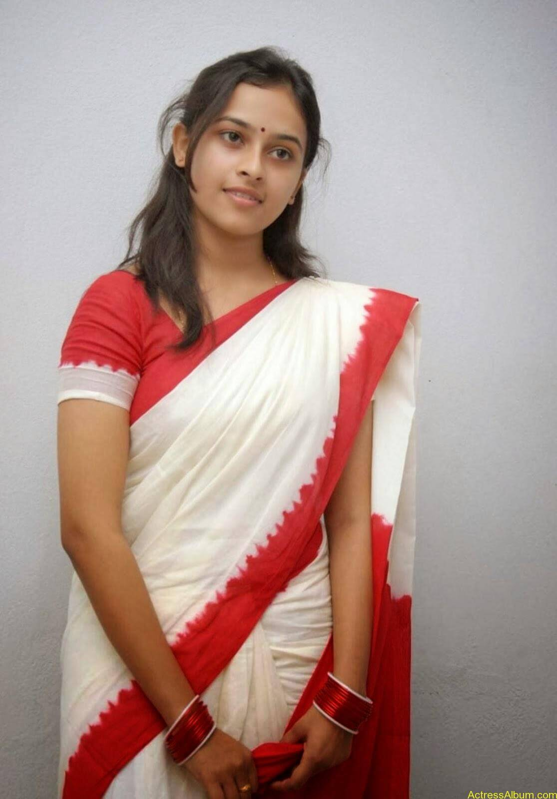Actress Sri Divya In Saree New Sexy Looking Photos5