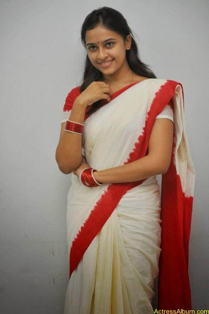 Actress Sri Divya In Saree New Sexy Looking Photos8