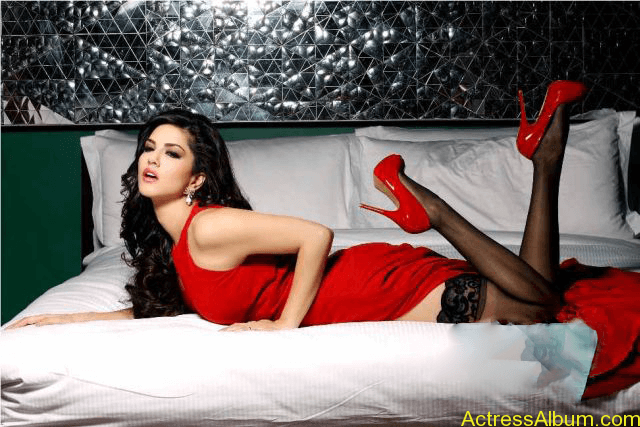 Actresses Sunny Leone hot & spicy image 04