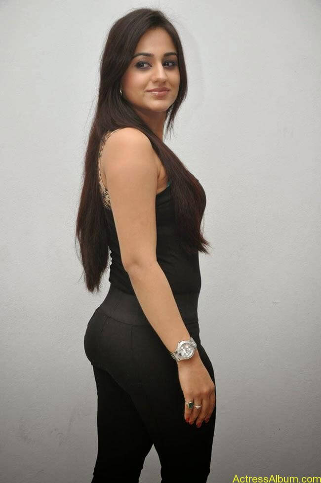 Aksha Pardasany In Tight Black Dress Sexy Photos2