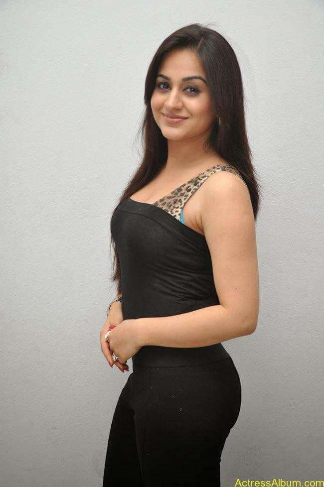 Aksha Pardasany In Tight Black Dress Sexy Photos4