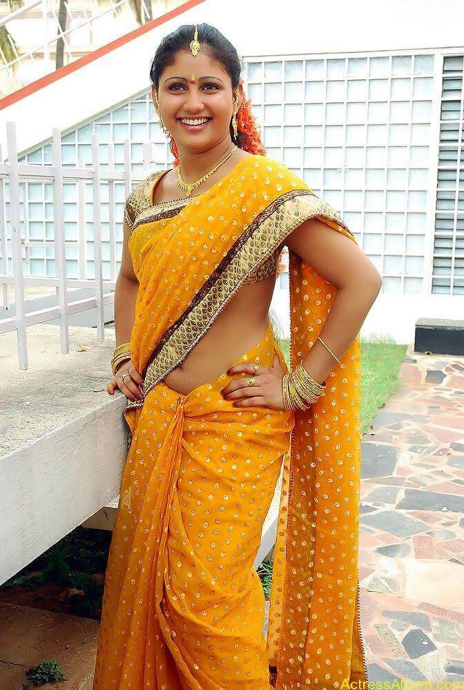 Amrutha-valli-hot-saree (2)