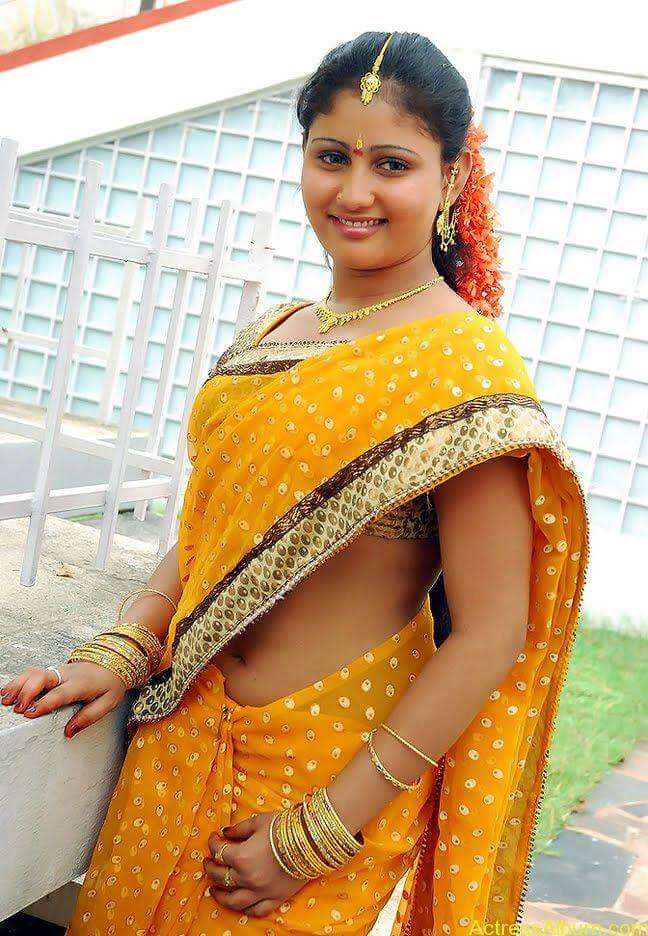 Amrutha-valli-hot-saree (4)