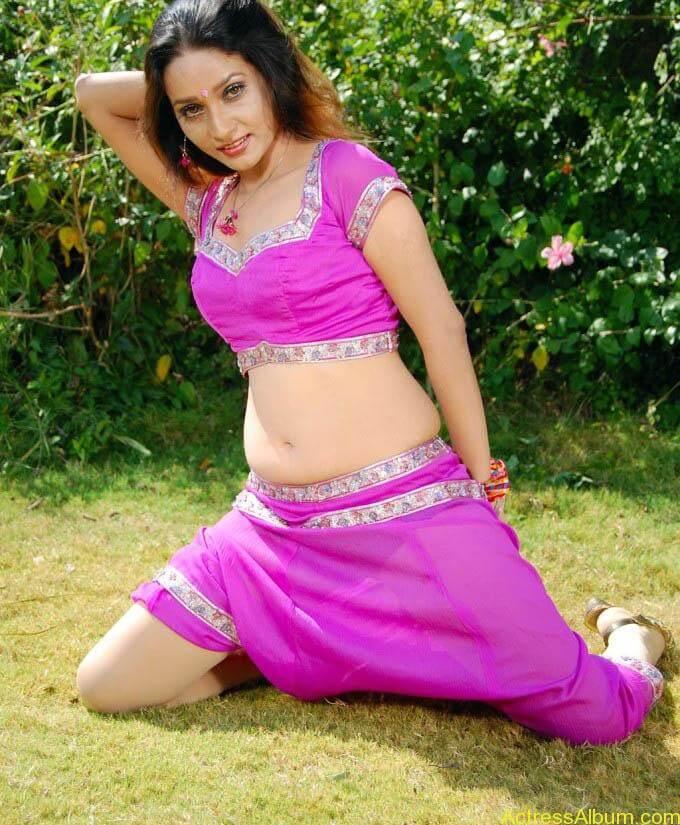 anu-vaishnavi-hot-pink-navel-4