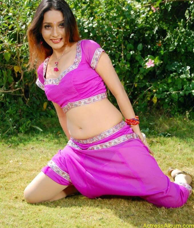 anu-vaishnavi-hot-pink-navel-5