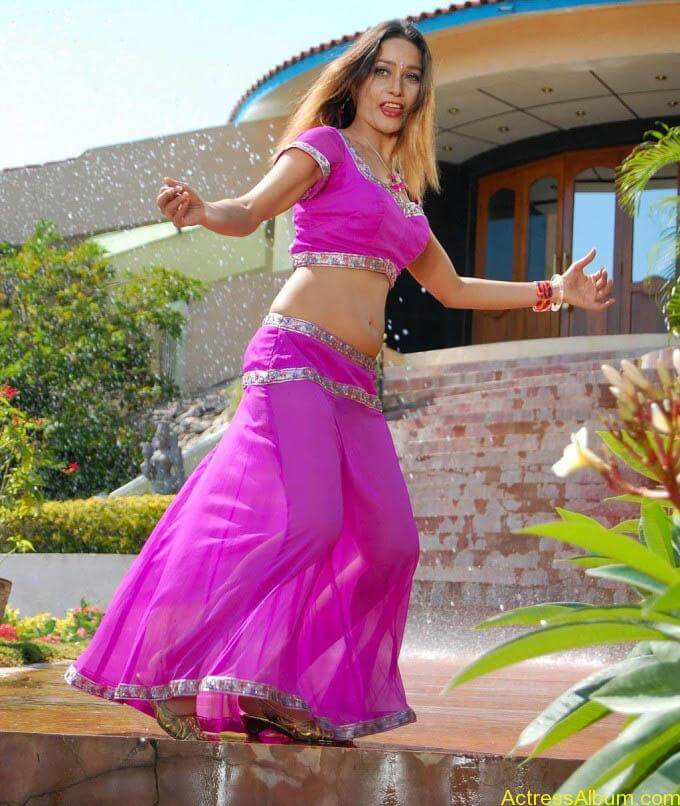 anu-vaishnavi-hot-pink-navel-7