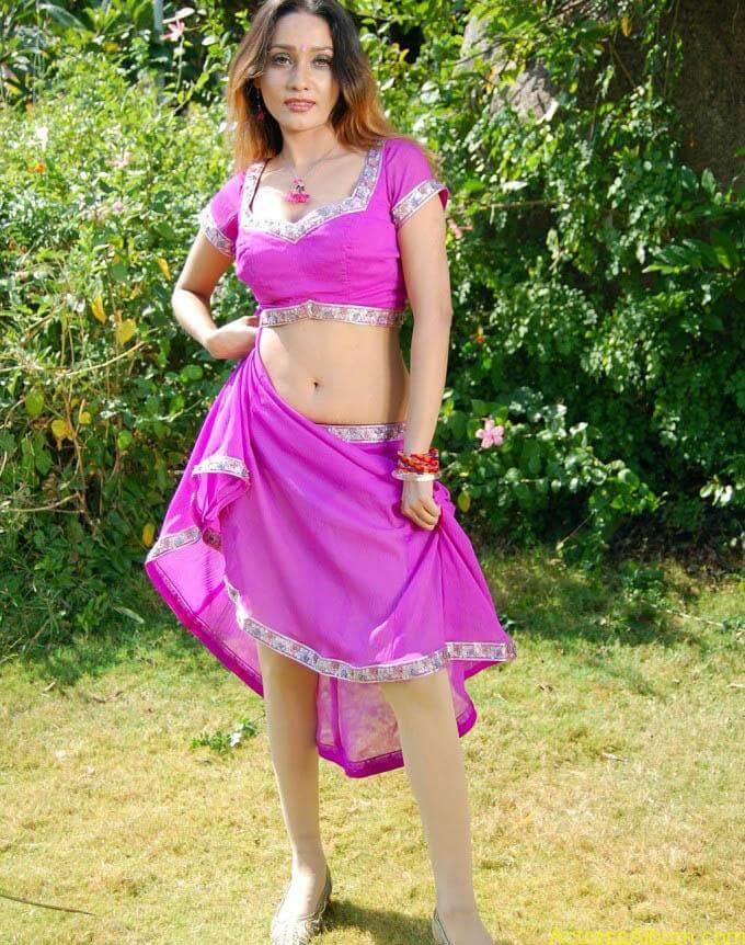 anu-vaishnavi-hot-pink-navel-8