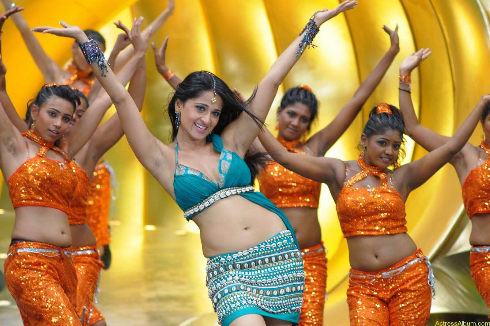 Anushka Hot Navel Exposing Stills