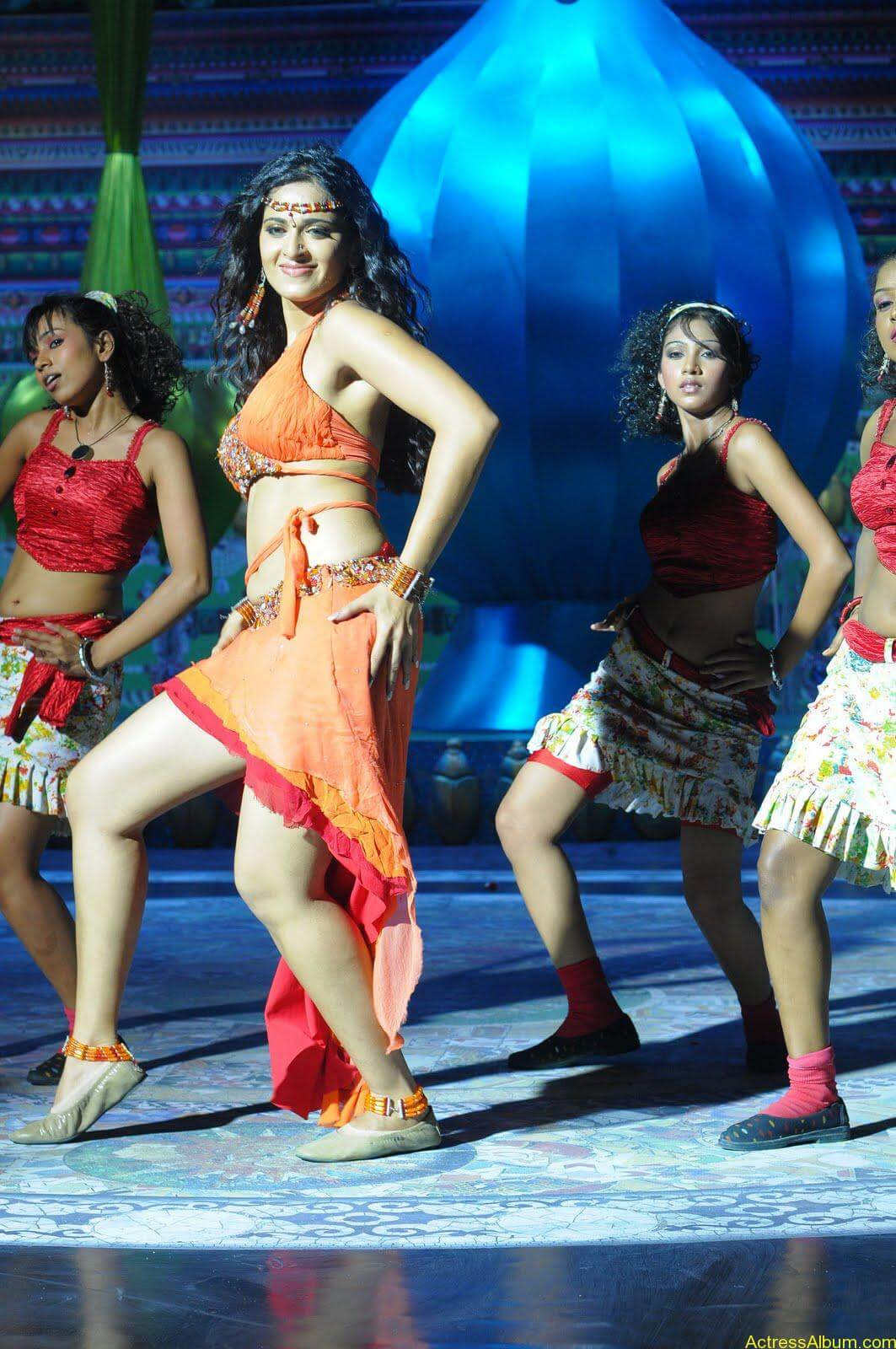 Anushka  Hot Stills in Puli Veta Movie (4)