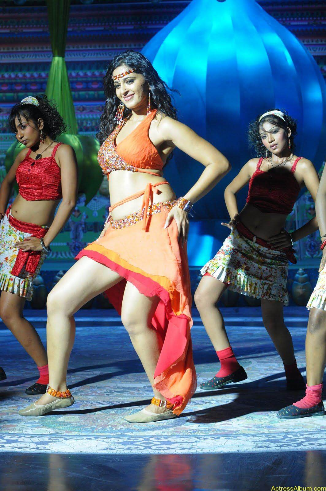 Anushka  Hot Stills in Puli Veta Movie (6)