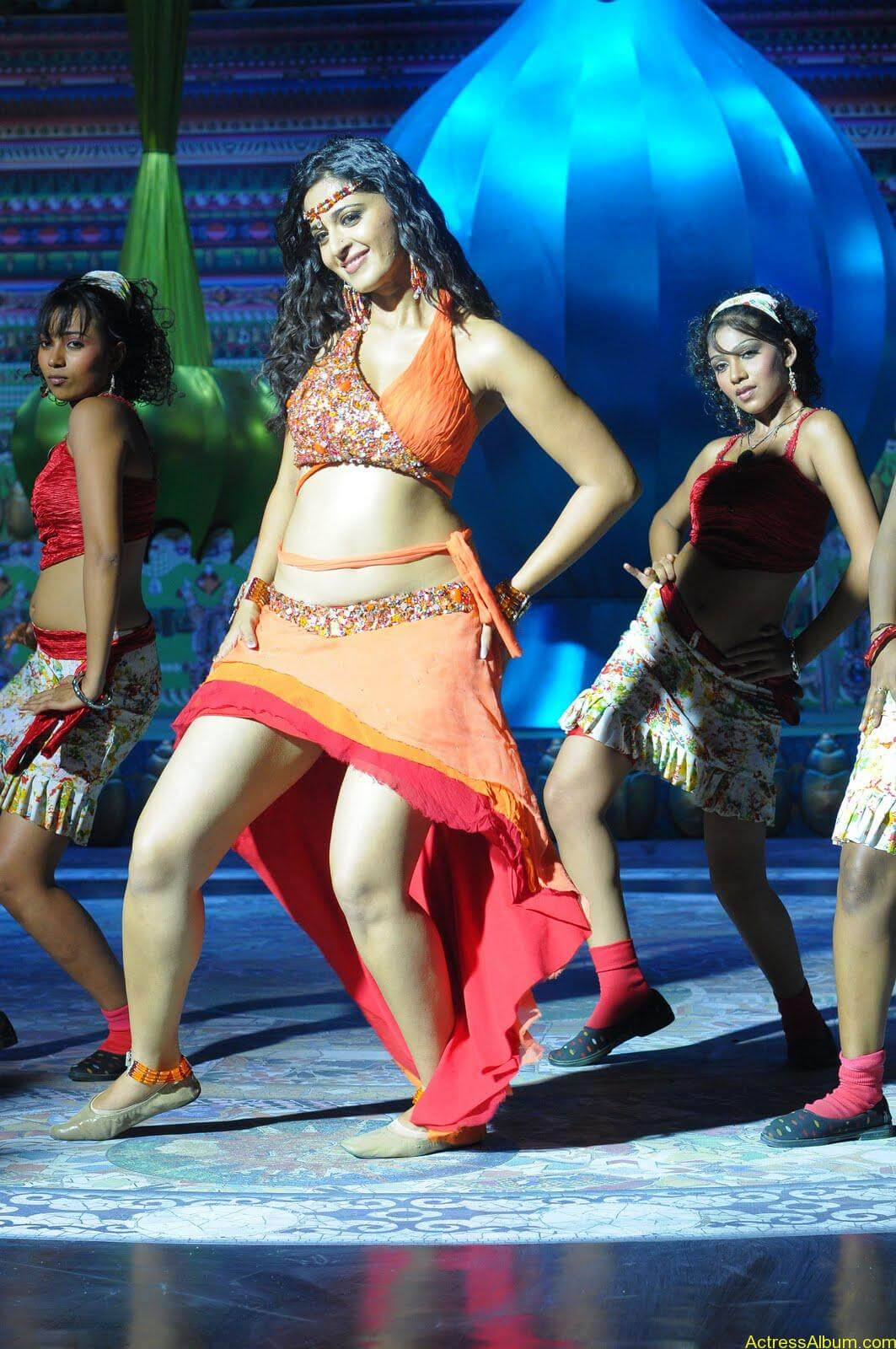 Anushka  Hot Stills in Puli Veta Movie (7)