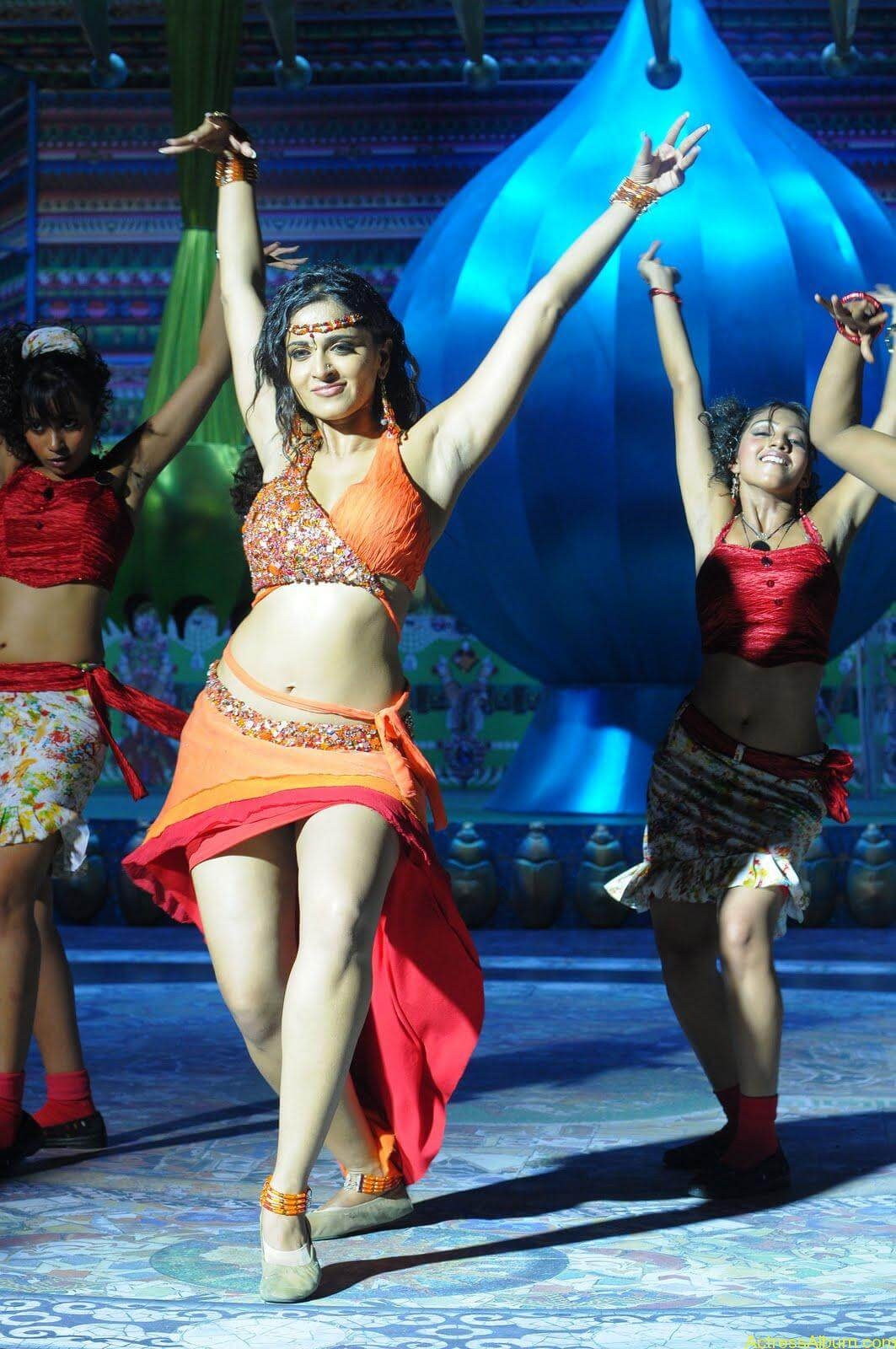Anushka  Hot Stills in Puli Veta Movie (8)