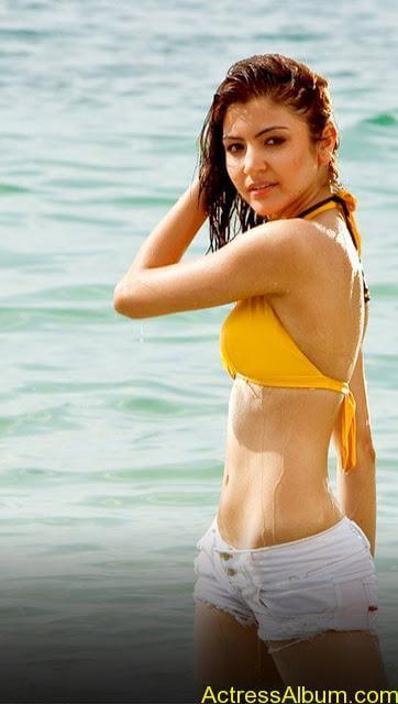Anushka Sharma Bikini (1)