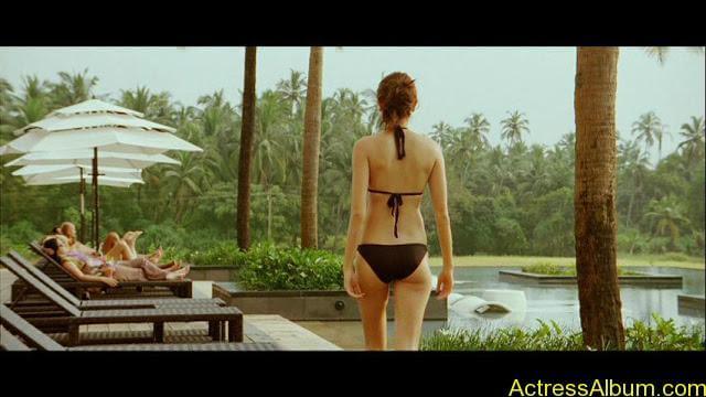 Anushka-Sharma-bikini-Backview