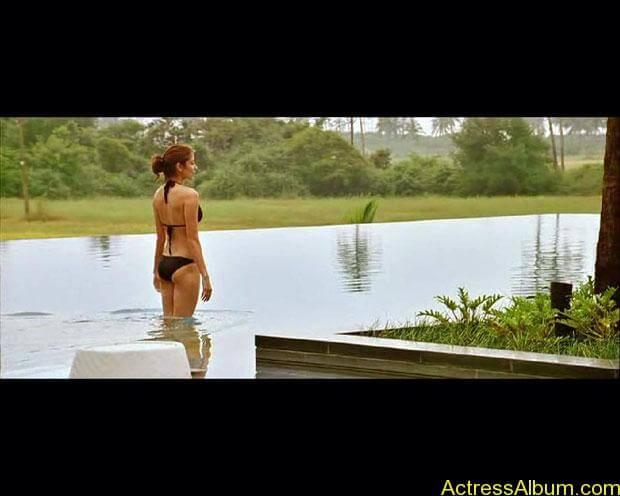 Anushka-Sharma-Hot-Bikini-Photos-156