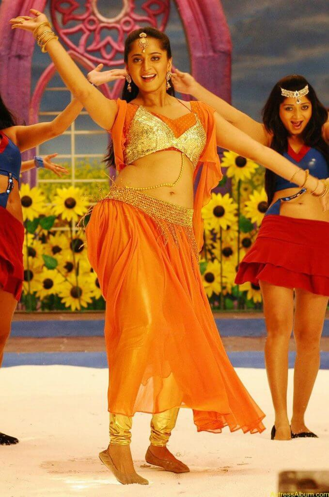 Anushka Shetty Hot In Gold & Sexy Navel Show in Dance Scene Stills3