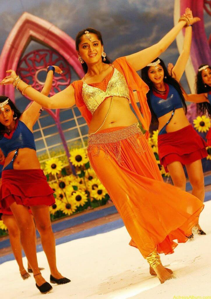 Anushka Shetty Hot In Gold & Sexy Navel Show in Dance Scene Stills4