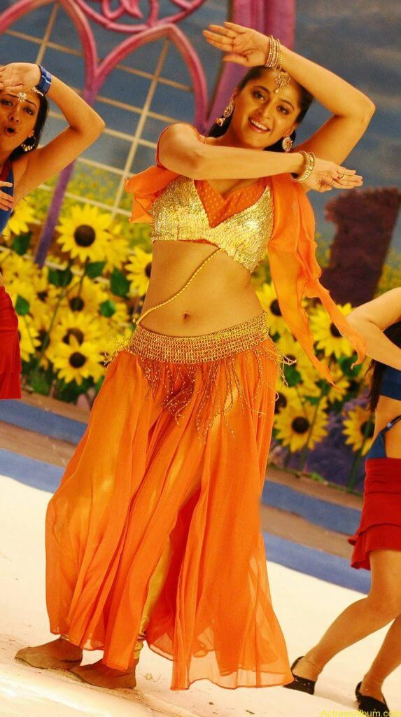Anushka Shetty Hot In Gold & Sexy Navel Show in Dance Scene Stills9