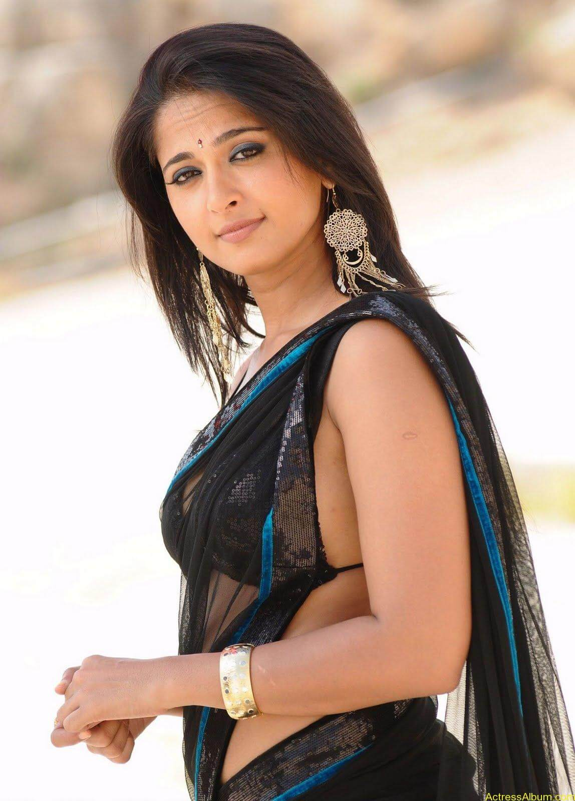 Anushka Shetty In Black Saree1