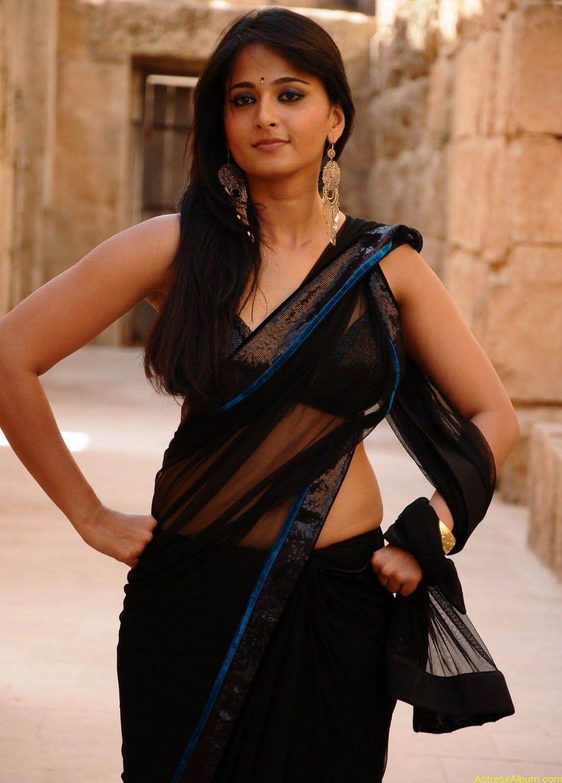 Anushka Shetty In Black Saree10