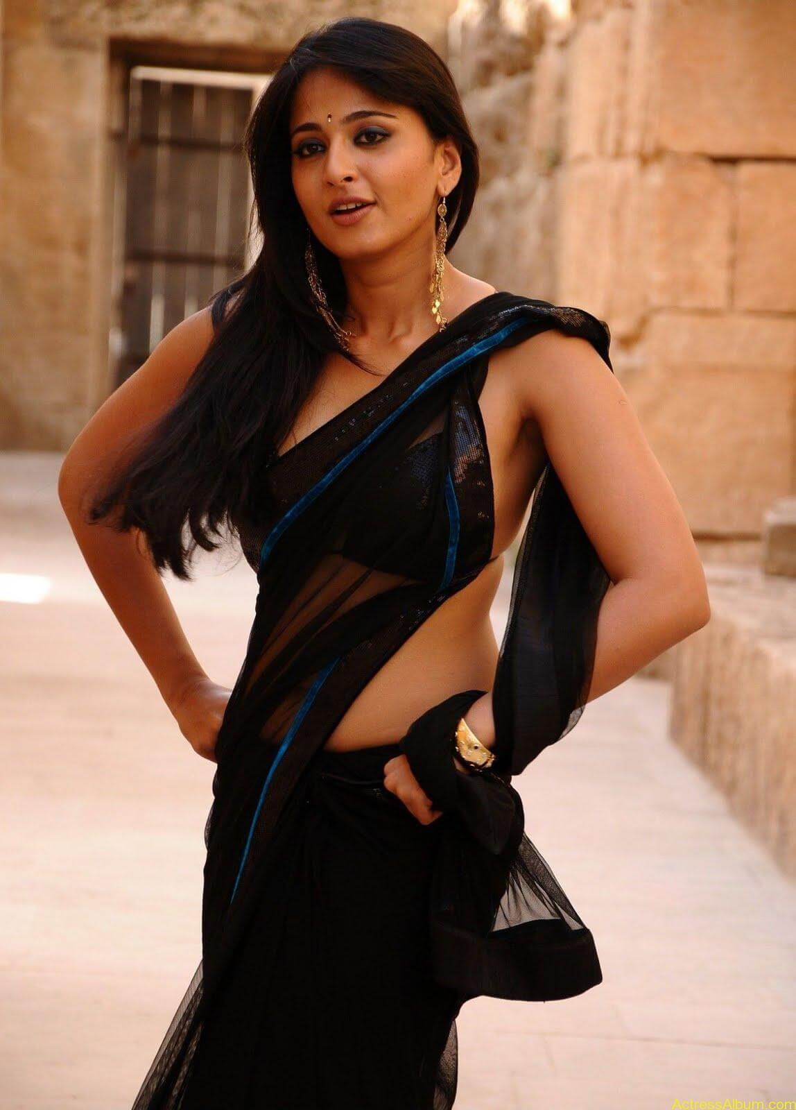 Anushka Shetty In Black Saree11