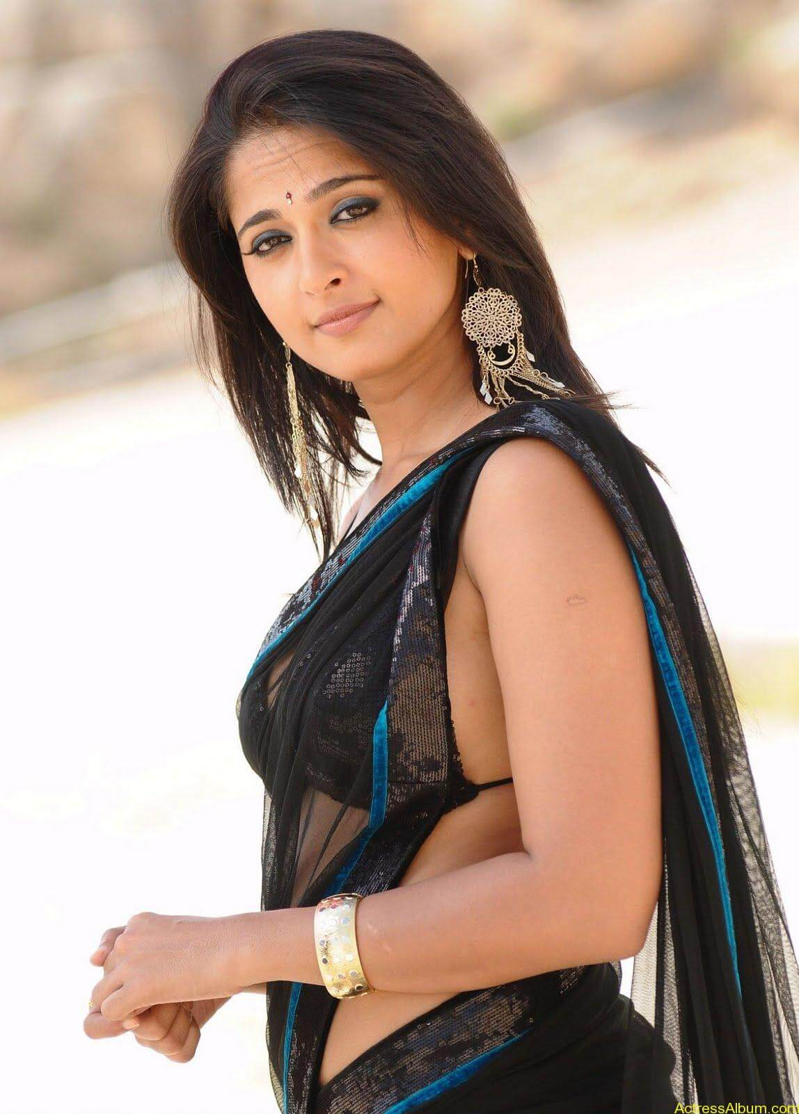 Anushka Shetty In Black Saree14