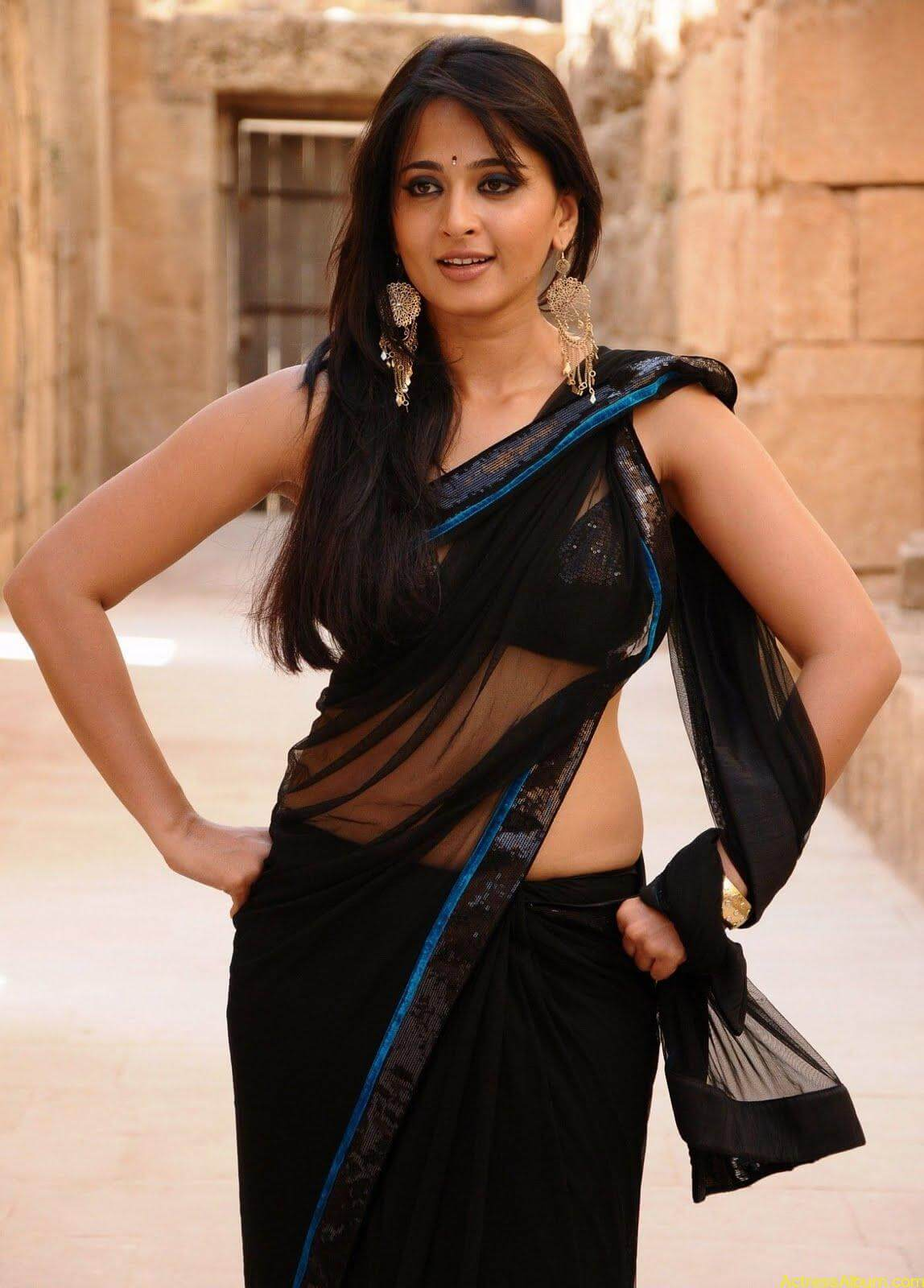 Anushka Shetty In Black Saree16