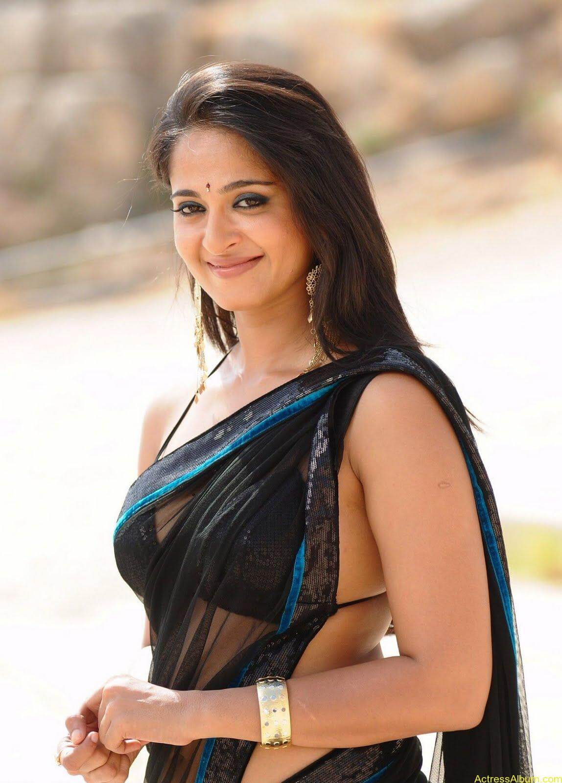 Anushka Shetty In Black Saree17
