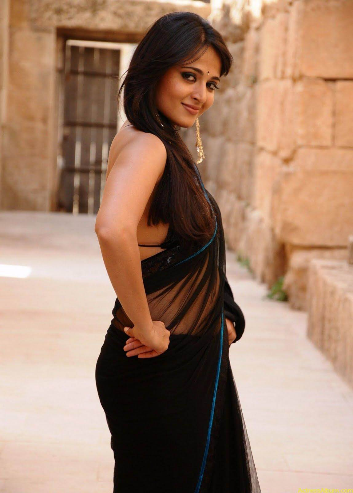 Anushka Shetty In Black Saree18