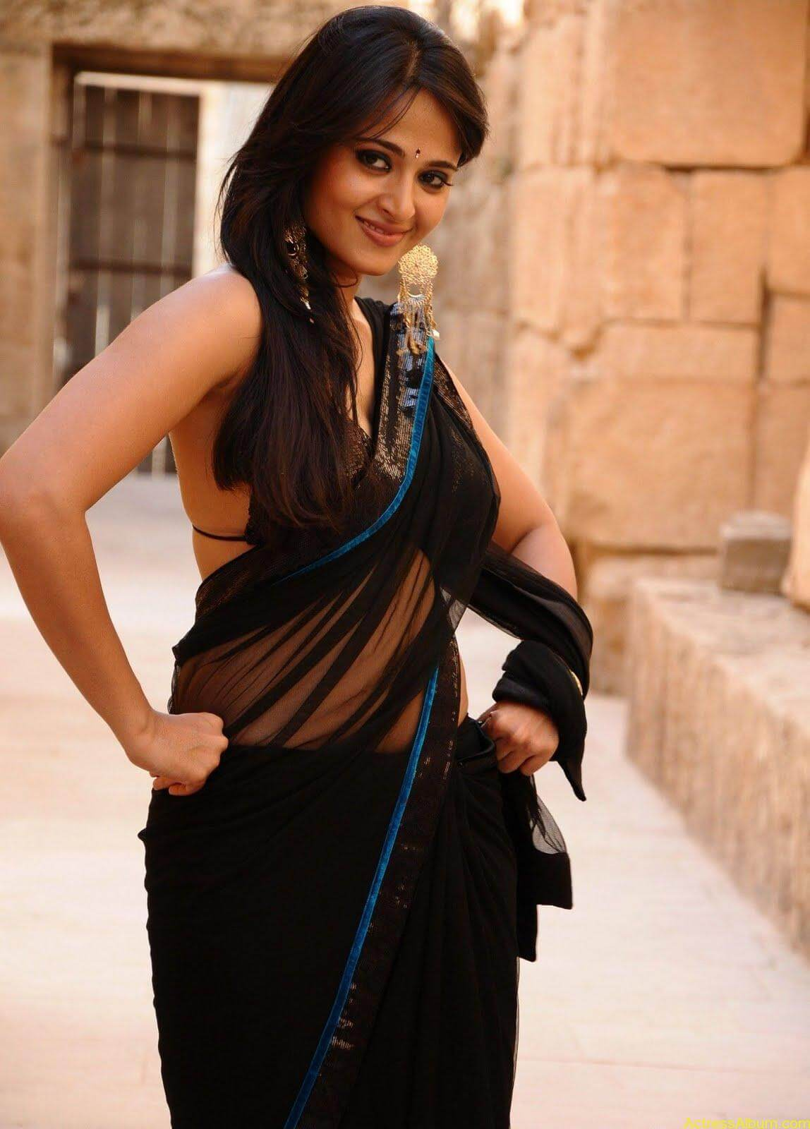 Anushka Shetty In Black Saree19